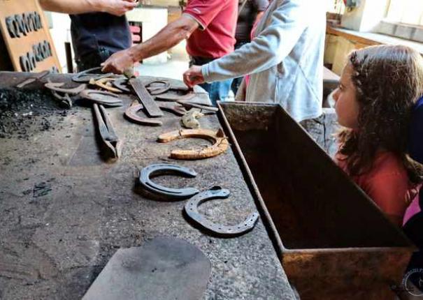 fers à cheval dans la forge du Haras d'Hennebont